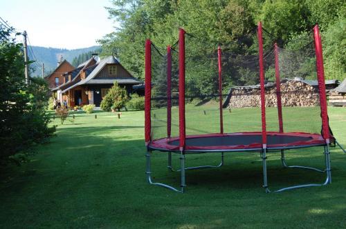 trampolina na chalupě